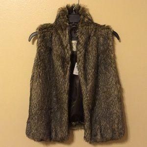 Abercrombie and Fitch FAUX fur vest